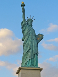 Statue_of_Liberty_Paris_001